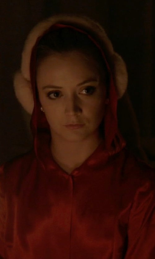 Billie Lourd with Spirit Halloween Satin Hooded Cape in Scream Queens
