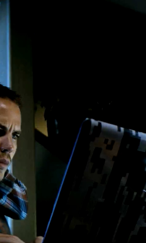 Taylor Kitsch with Dell Latitude Laptop in Savages
