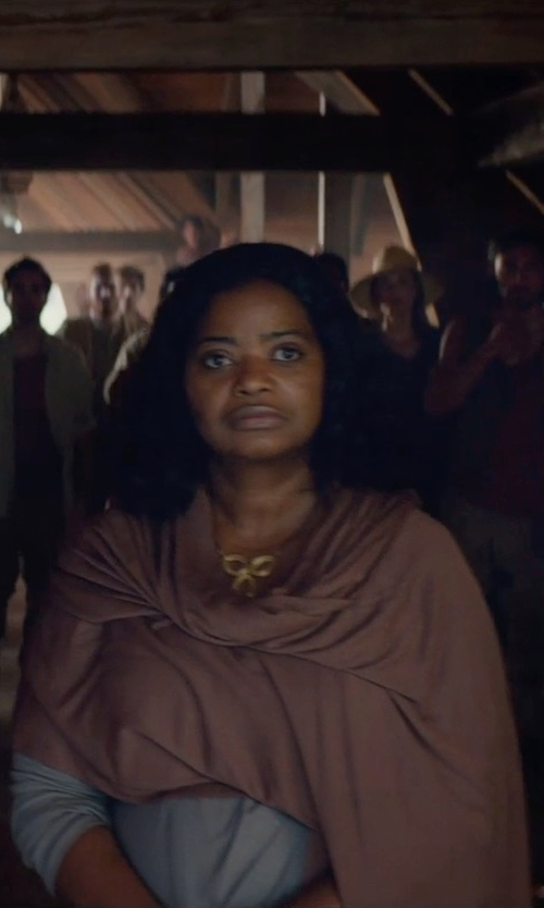 Octavia Spencer with Portolano Woven Lambswool Shawl Scarf in The Divergent Series: Insurgent
