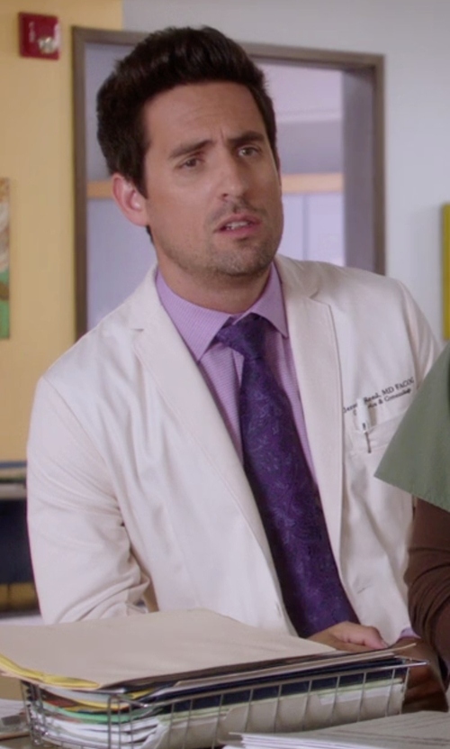 Ed Weeks with Hugo Paisley Woven Silk Tie in The Mindy Project