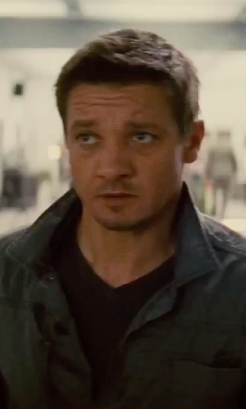 Jeremy Renner with John Varvatos Collection V-Neck Linen T-Shirt in Mission: Impossible - Rogue Nation