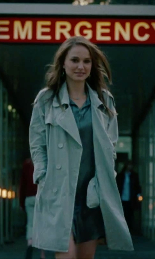 Natalie Portman with Anzie 'Dew Drop' Station Necklace in No Strings Attached
