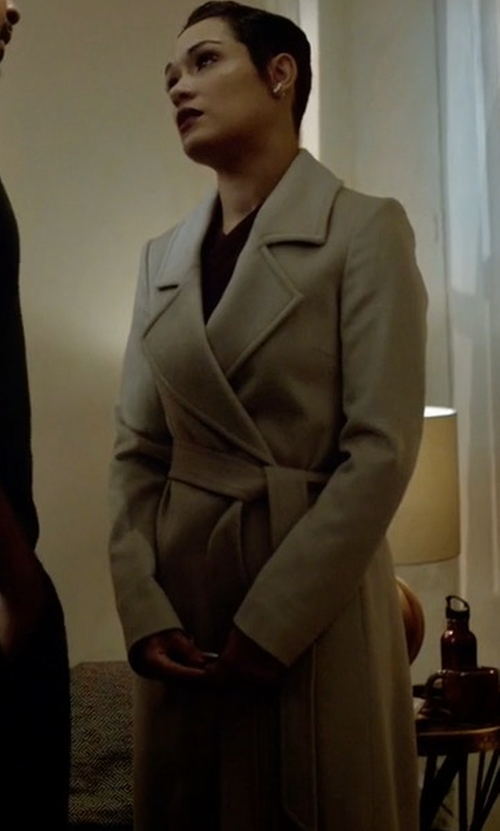Grace Gealey with Frame Classic Cotton Trench Coat in Empire