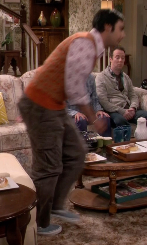 Kunal Nayyar with Vans Classic Canvas Slip-On Sneakers in The Big Bang Theory