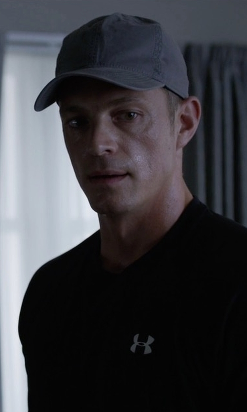 Joel Kinnaman with A.P.C. Classique Cap in House of Cards