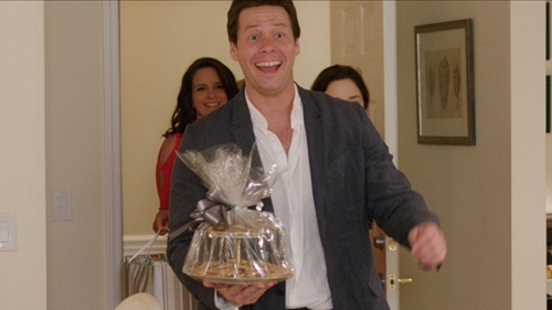 Ike Barinholtz with Vince Linen Chambray Shirt in Sisters