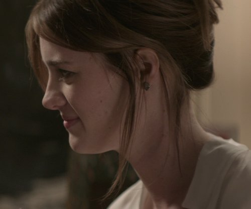 Mackenzie Davis with Eva Fehren Black Diamond & White Gold Pyramid Studs Earrings in That Awkward Moment