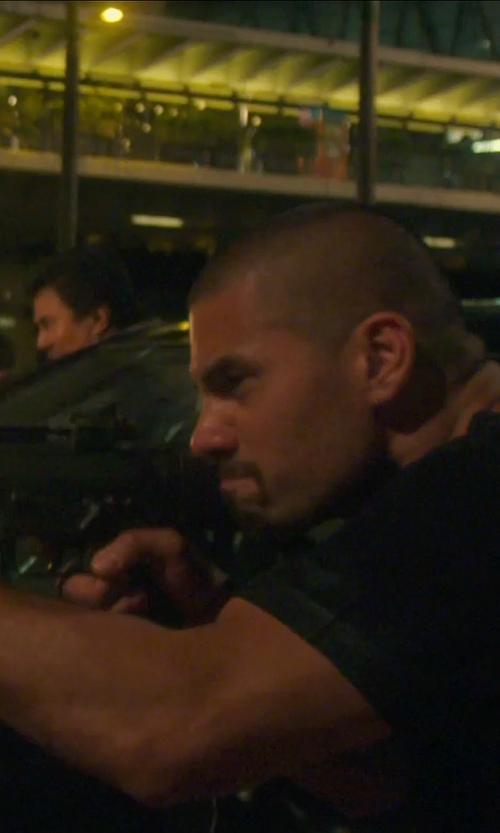 Unknown Actor with Daniel Buchler Men's Crew Neck Tee in Blackhat