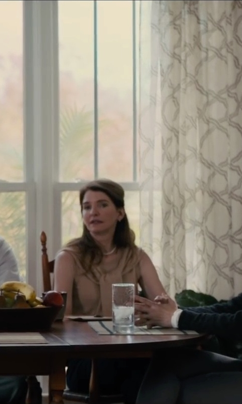 Susan Macke Miller with J. Crew Freshwater Pearl Necklace in Paper Towns