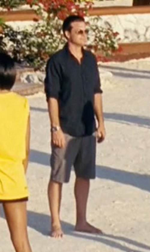 Jason Bateman with Zanerobe Short-Sleeve Button-Down Shirt in Couple's Retreat