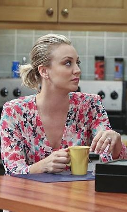 Kaley Cuoco-Sweeting with Joie Leala Blouse in The Big Bang Theory