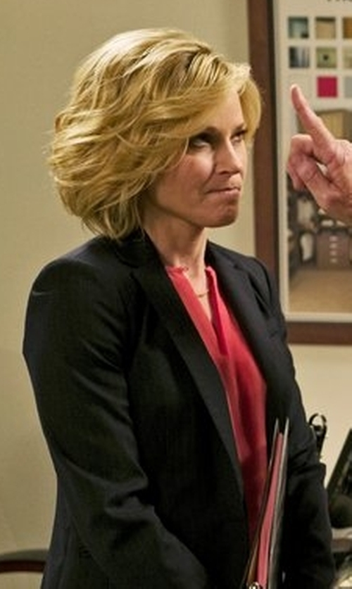 Julie Bowen with Rag & Bone Club Wool Blazer in Modern Family