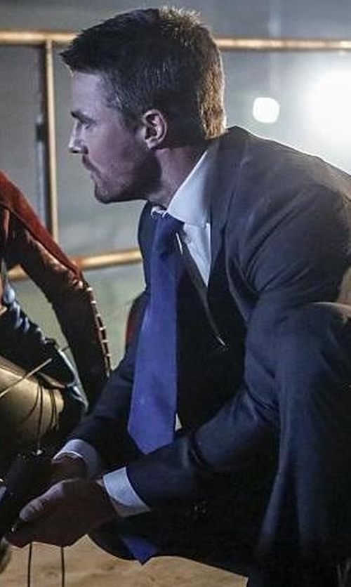 Stephen Amell with Burberry Solid Silk Tie in Arrow