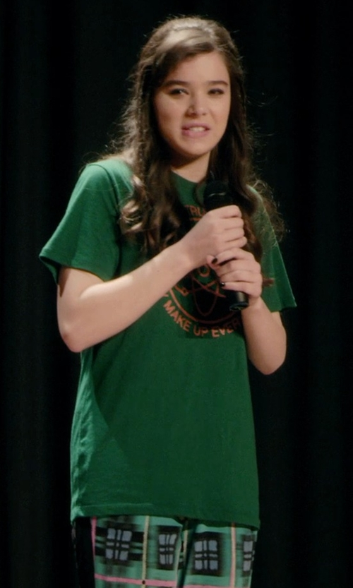 Hailee Steinfeld with Plaquita Crew Neck T-Shirt in Barely Lethal