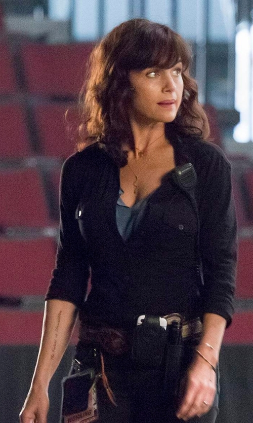 Carla Gugino with Roper Solid Snap Front Shirt in Roadies