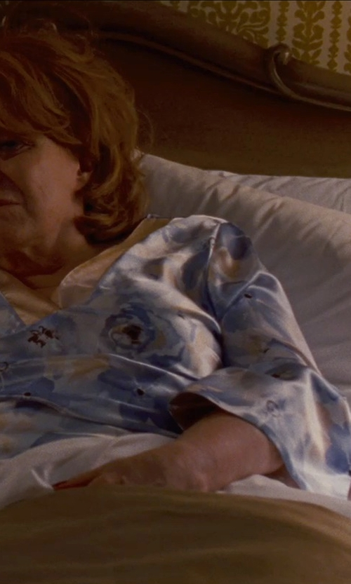 Jacki Weaver with Down Etc Hypoallergenic Queen Bed Pillow in Silver Linings Playbook