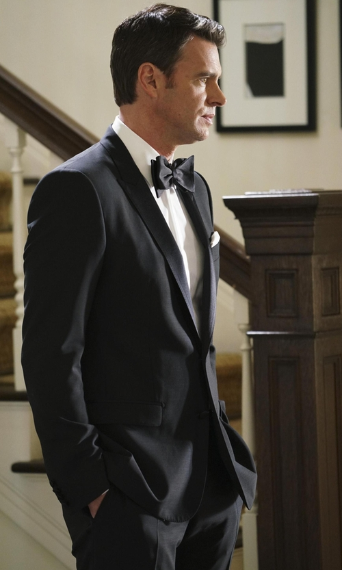 Scott Foley with David Donahue Solid Satin Bow Tie in Scandal