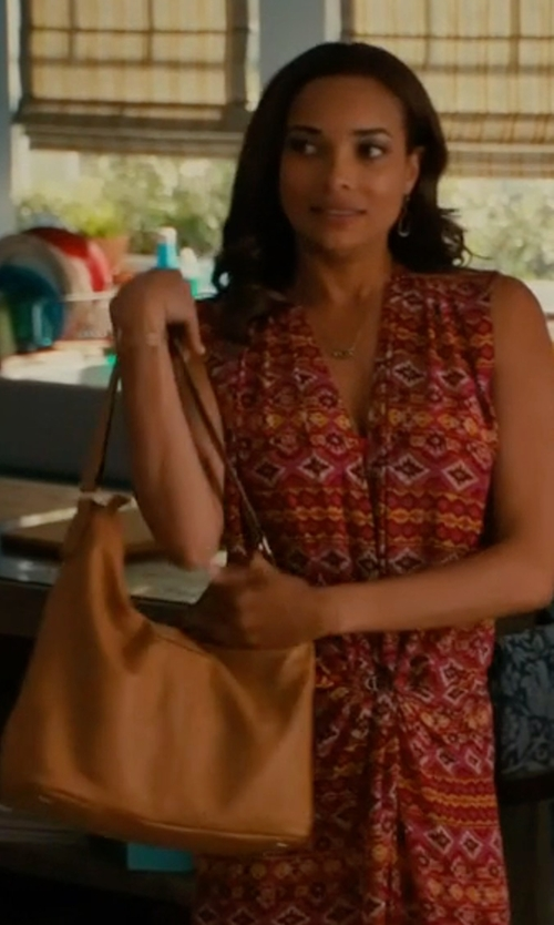 Rochelle Aytes with Tory Burch Perry Leather Hobo Bag in Mistresses