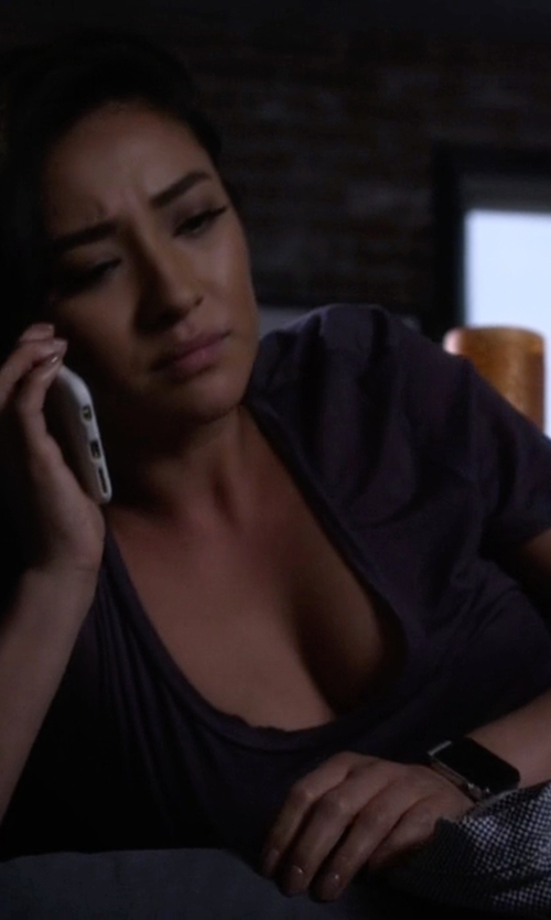 Shay Mitchell with Apple Rose Gold Case with Rose Gray Modern Buckle Watch in Pretty Little Liars
