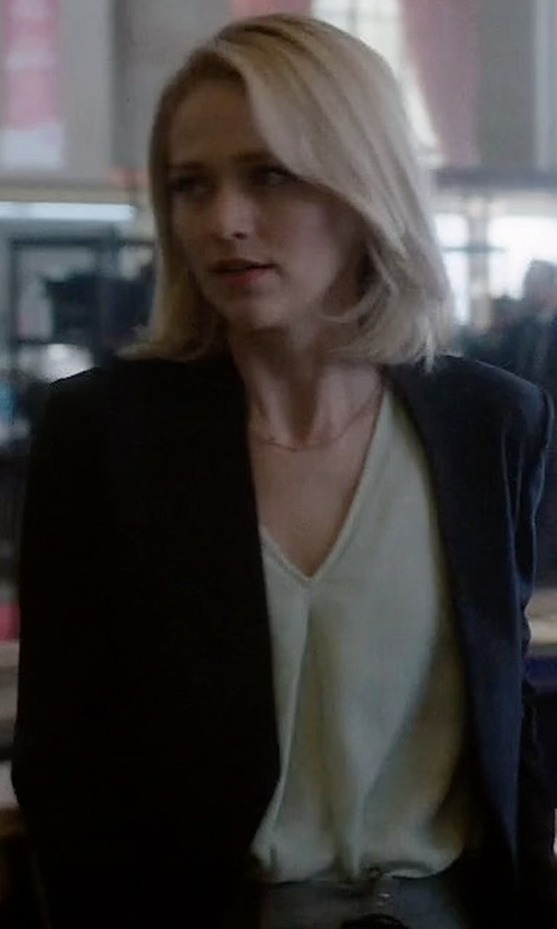 Johanna Braddy with Chaus Long Sleeve V-Neck Blouse in Quantico