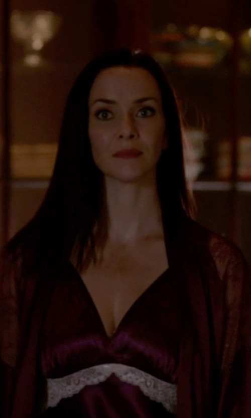 Annie Wersching with POL Lace Kimono in The Vampire Diaries