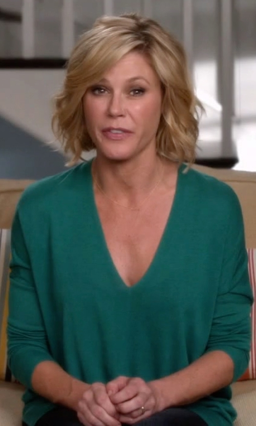 Julie Bowen with Pleione Raw Edge Blouse in Modern Family
