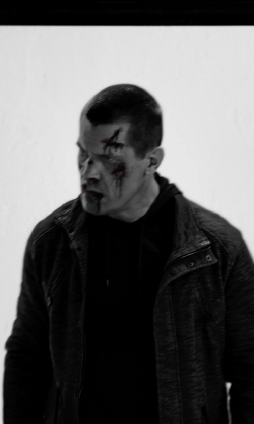 Josh Brolin with Williams Cashmere Men's 100% Cashmere Hoodie Sweater in Frank Miller's Sin City: A Dame To Kill For