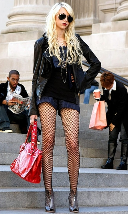 Taylor Momsen with Alexandre Birman Python Peep-Toe Booties in Gossip Girl