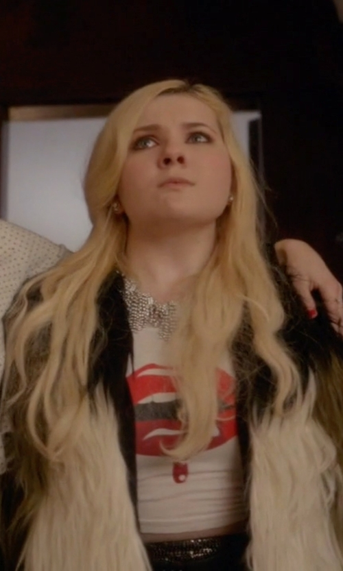 Abigail Breslin with Juana Michel (Costume Designer) Custom Made Lips Graphic Tee in Scream Queens