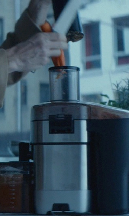 Willem Dafoe with Cuisinart 5-Speed Juice Extractor in John Wick