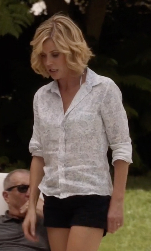 Julie Bowen with L'Agence Tech Welt Shorts in Modern Family