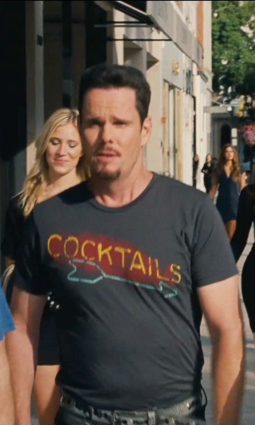 Kevin Dillon with Jacks & Jokers Cocktails Graphic Tee-Shirt in Entourage