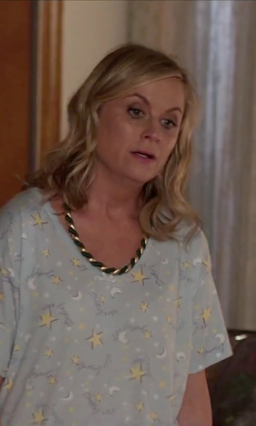 Amy Poehler with Betsey Johnson Twisted Collar Necklace in Sisters