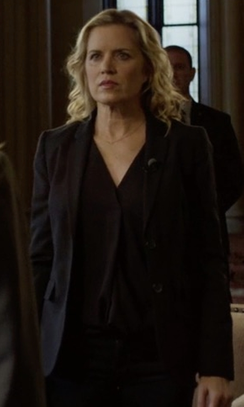 Kim Dickens with Patrizia Pepe Two Button Blazer in House of Cards