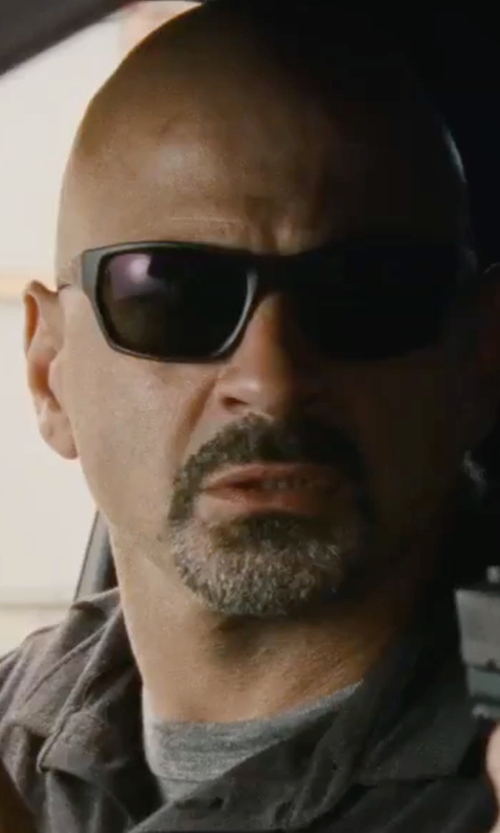 Unknown Actor with Oakley Polarized Sunglasses in Jack Reacher: Never Go Back