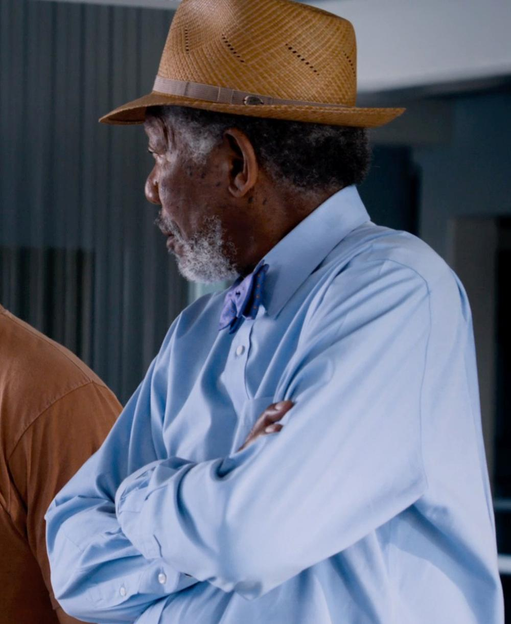 Morgan Freeman with Gitman Regular Fit Pinpoint Cotton Oxford Point Collar Dress Shirt in Dolphin Tale 2
