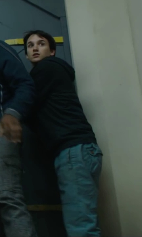 Bryce Romero with Superdry Cotton Cargo Pants in Maze Runner: The Scorch Trials