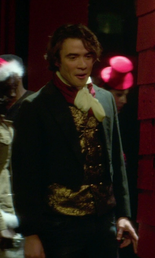 Jamie Blackley with Candy Apple Costumes Delux Adult Elegant 18th Century Count Costume in If I Stay