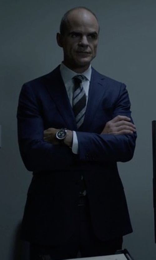 Michael Kelly with Ermenegildo Zegna Solid Two-Piece Suit in House of Cards