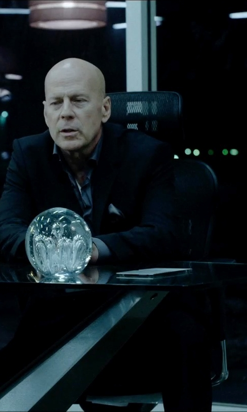Bruce Willis with Techni Mobili Ergonomic Mesh Office Chair in Vice