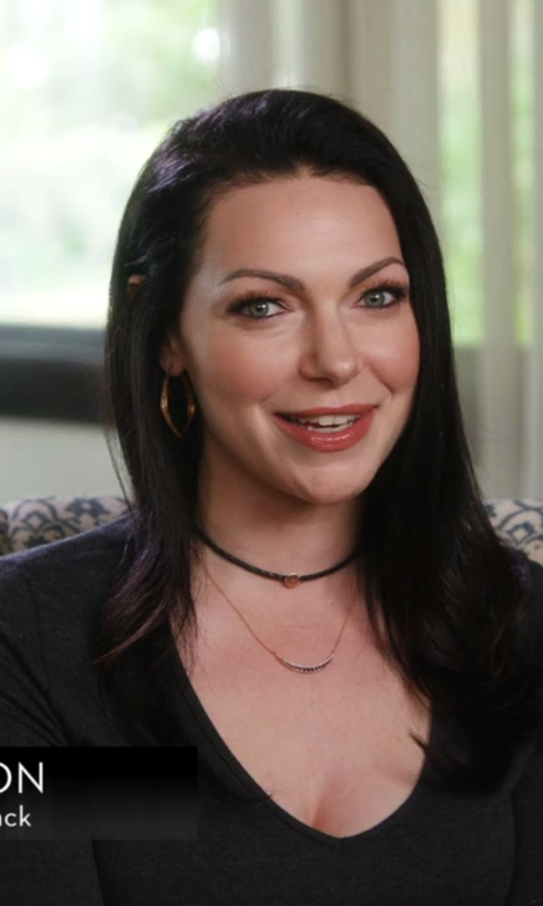 Laura Prepon with Jennifer Zeuner Jewelry Small Hoop Earrings in Chelsea