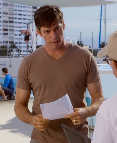 Harry Connick Jr. with Vince V-Neck T-Shirt in Dolphin Tale 2