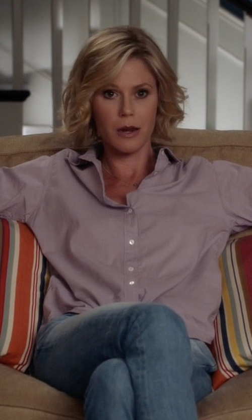 Julie Bowen with Rossi Donna Button Down Shirt in Modern Family