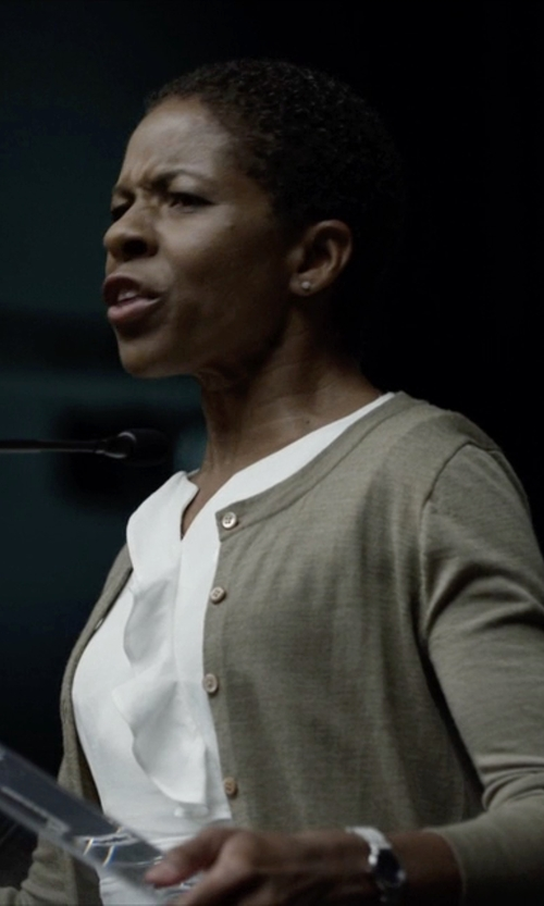 LisaGay Hamilton with Nixon 'The Bullet' Leather Strap Watch in House of Cards
