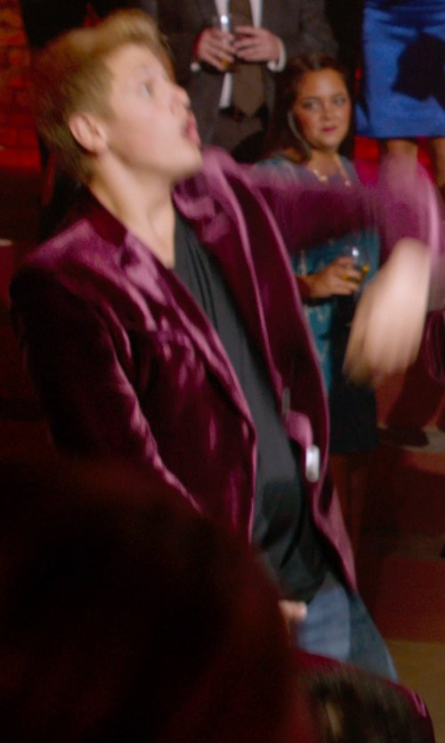 Blake Burt with BLK DNM Classic Crew Neck T-Shirt in Pitch Perfect 2