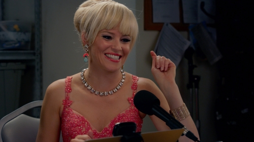 Elizabeth Banks with Fragments Rhinestone Bracelet in Pitch Perfect 2
