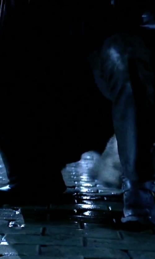 Michael Sheen with Calvin Klein Rivet Leather Gloves in Underworld