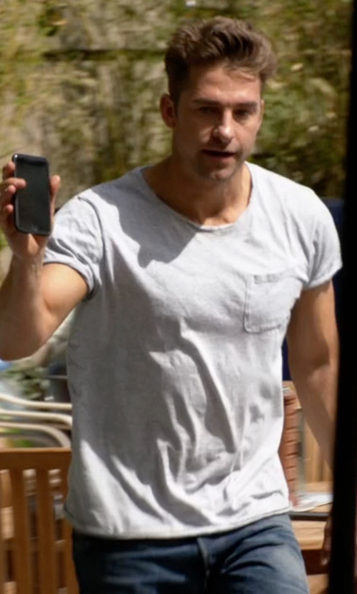 Scott Speedman with Polo Ralph Lauren Pocket T-Shirt in Animal Kingdom