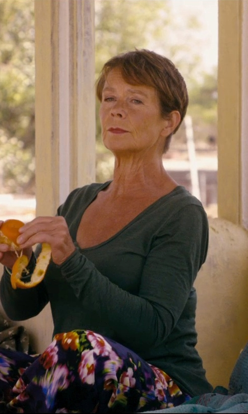 Celia Imrie with Theory Tiverna Ribbed Long-Sleeve Tee in The Second Best Exotic Marigold Hotel