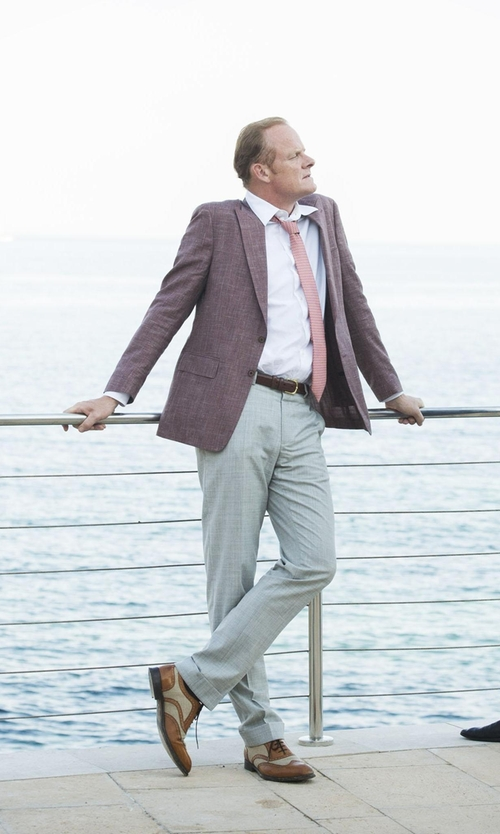 Alistair Petrie with Riviera Nazareth Sharkskin Sport Coat in The Night Manager